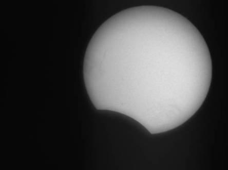 eclissi di sole quasi finita vista dagli astrofili di Piombino 3